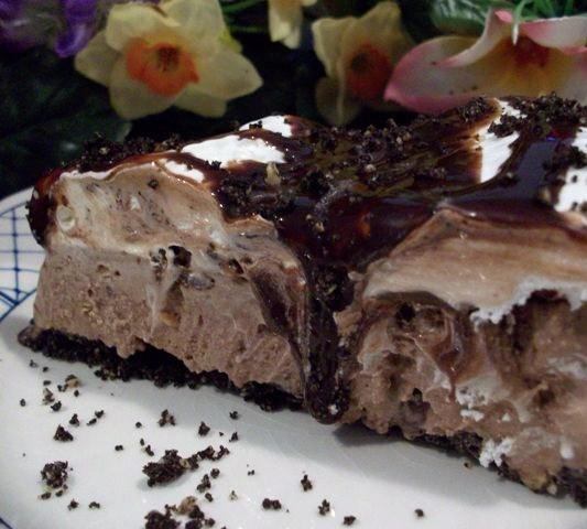 Chocolate ice cream pie photo 1