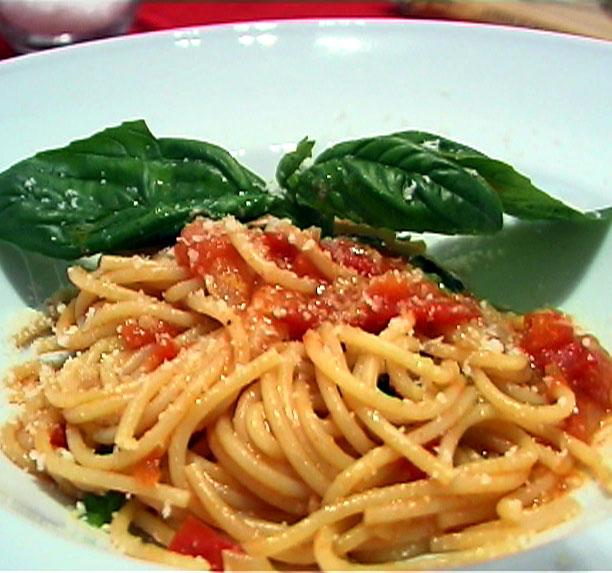 Fresh tomato sauce photo 1