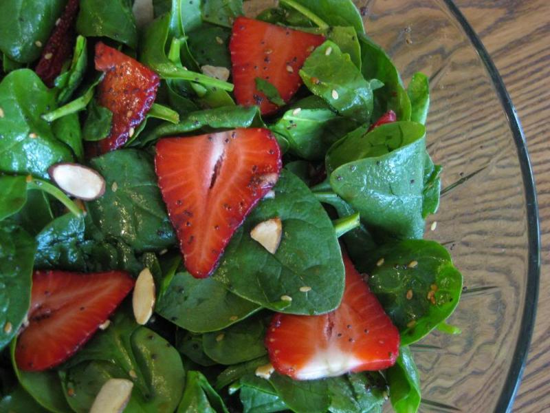 Strawberry spinach salad photo 4