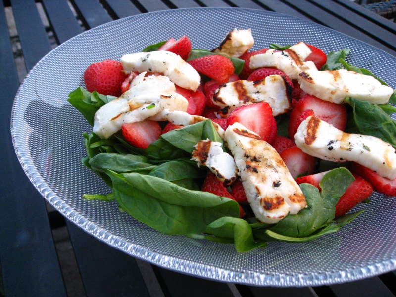 Strawberry spinach salad photo 2