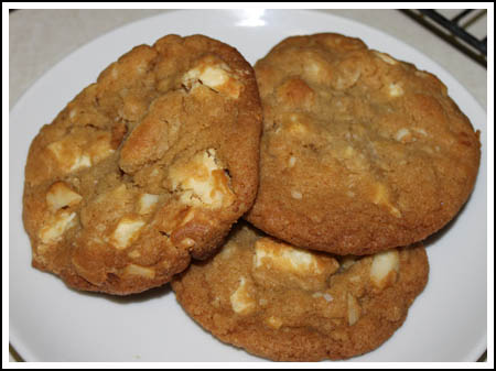 White chocolate chunk macadamia cookies photo 1