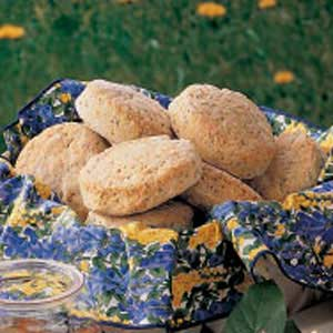 Poppy seed biscuit ring photo 2