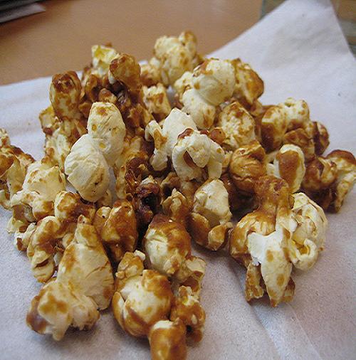 Baked caramel corn photo 3