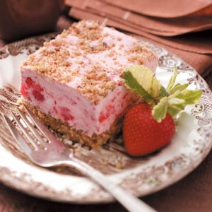 Frozen strawberry dessert photo 2