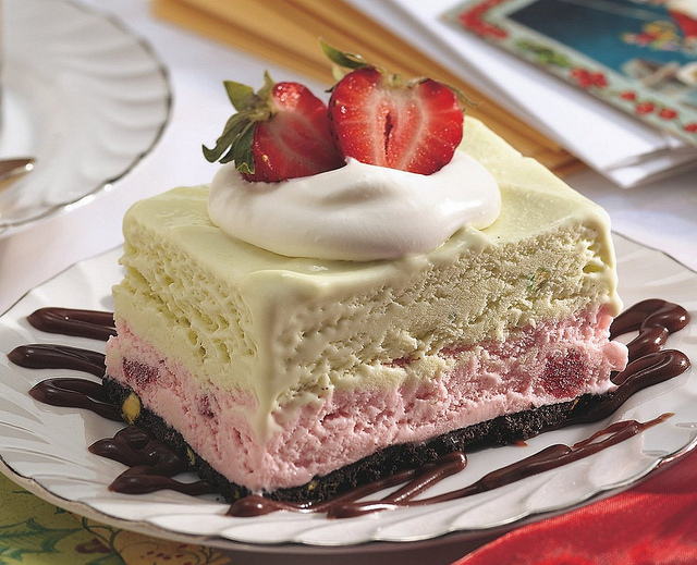 Frozen strawberry dessert photo 3