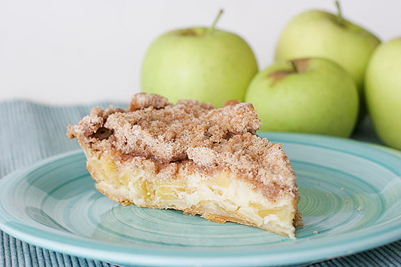 Sour cream apple pie photo 1